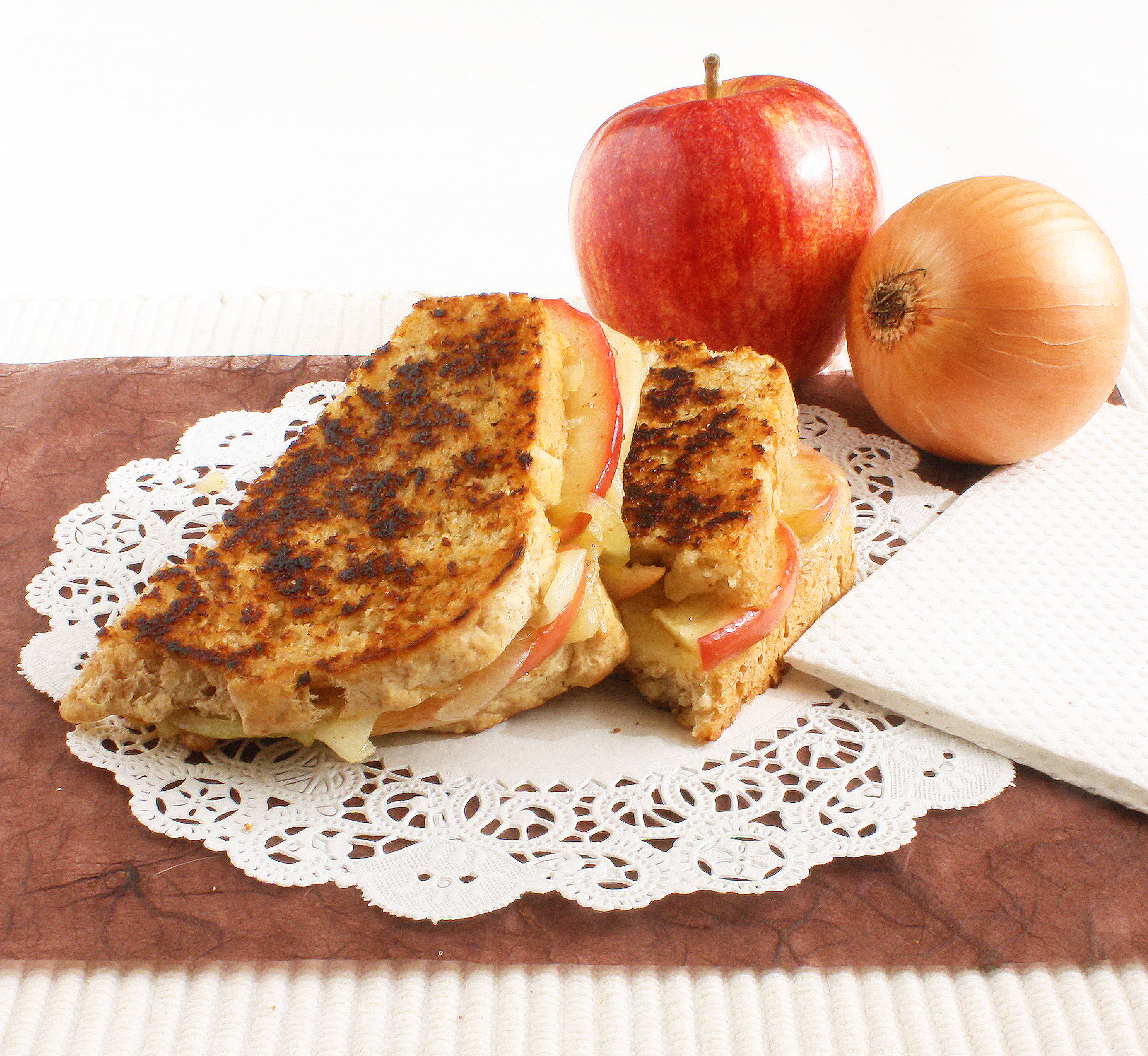 Maple-Apple & Caramelized Onion Grilled Cheese Sandwich ...